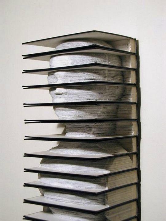 Необычные скульптуры из книг